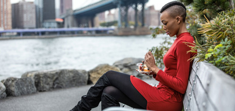businesswoman eating healthy lunch outdoors in cityscape