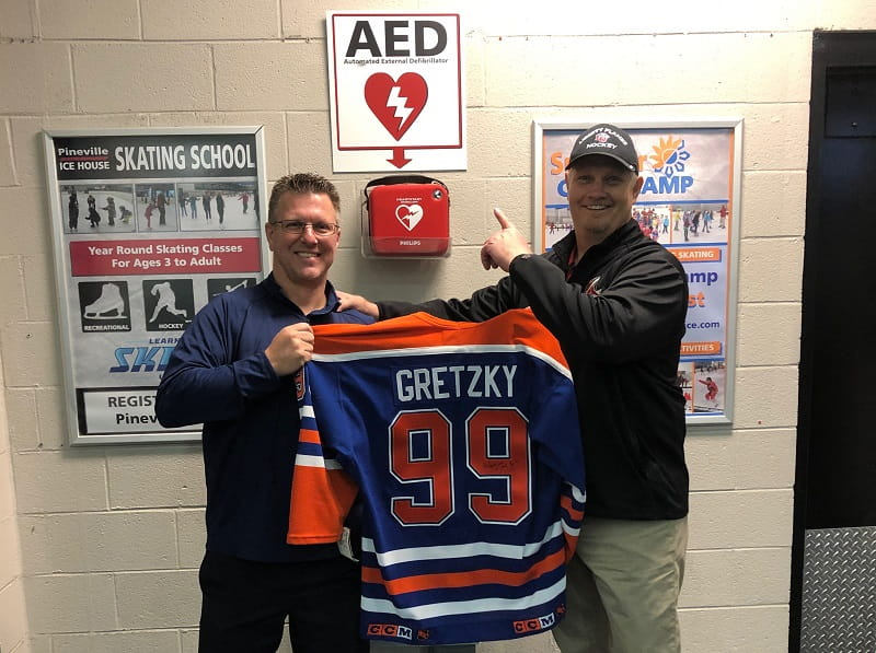 Jib Street gives Dr. Bryant, the doctor that helped save his life, his signed Wayne Gretzky jersey.